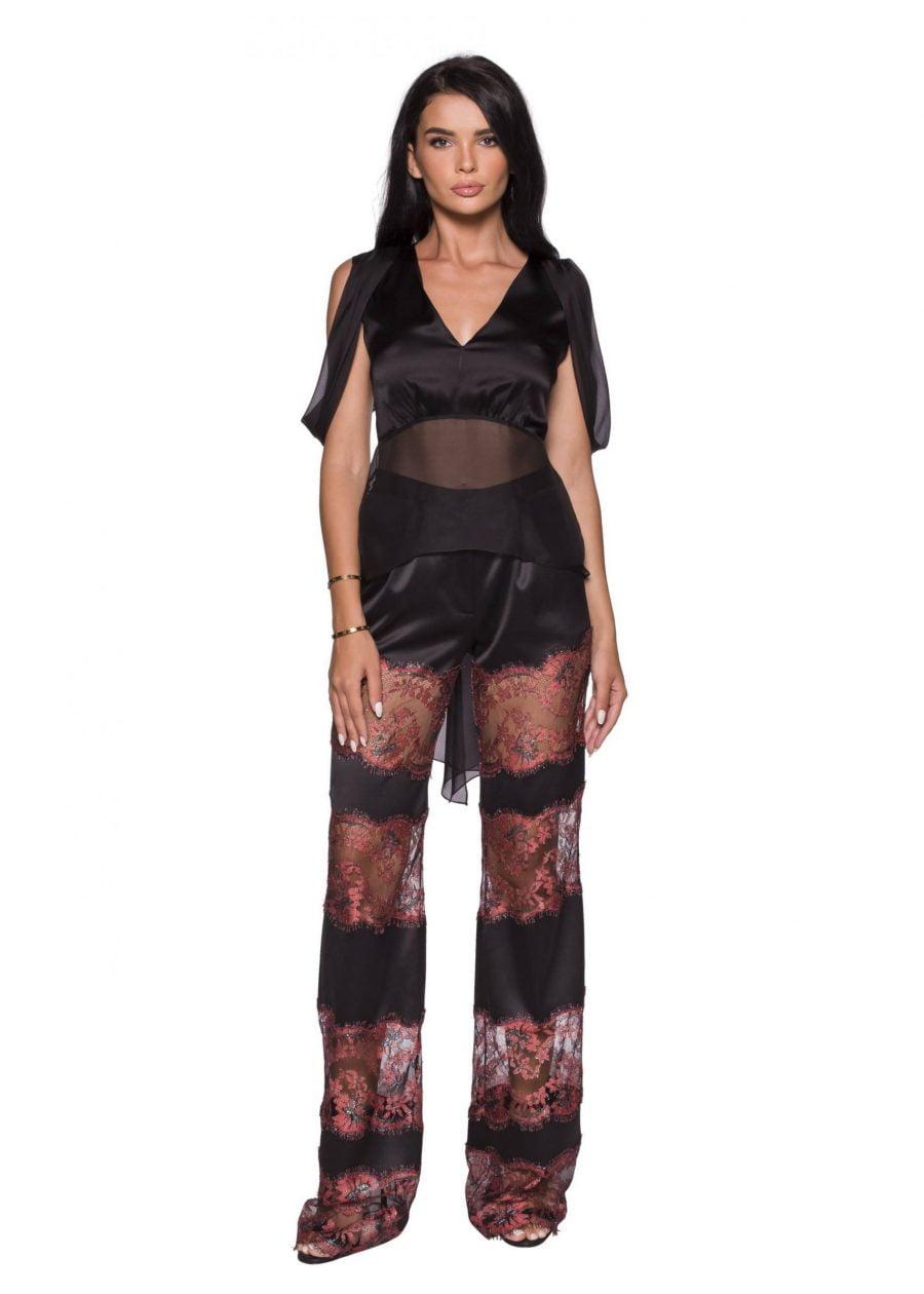 Pantaloni evazati cu insertii din dantela