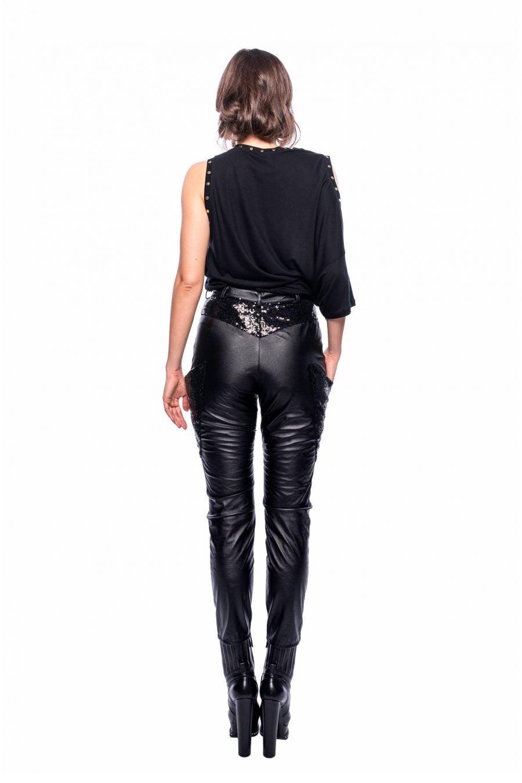 Pantaloni din imitatie de piele cu paiete